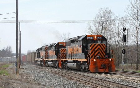 A long Wheeling stone train comes east off the former AC&Y at GN in Greenwich.